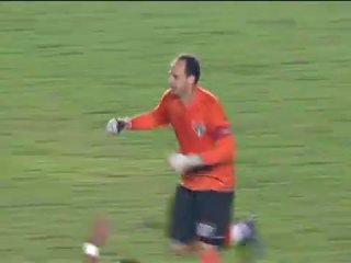 Вратарь Сан-Паулу Рожерио Сени забил 90-й гол в карьере Флуминенсе - Сан-Паулу 2:2 гол сени 1:1